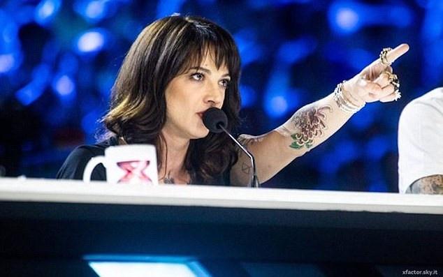 Asia Argento muon tro ve X Factor sau khi bi duoi vi cao buoc tinh duc hinh anh
