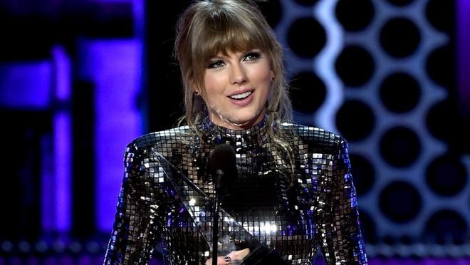 Taylor Swift thang ap dao o AMAs 2018, pha ky luc cua Whitney Houston hinh anh