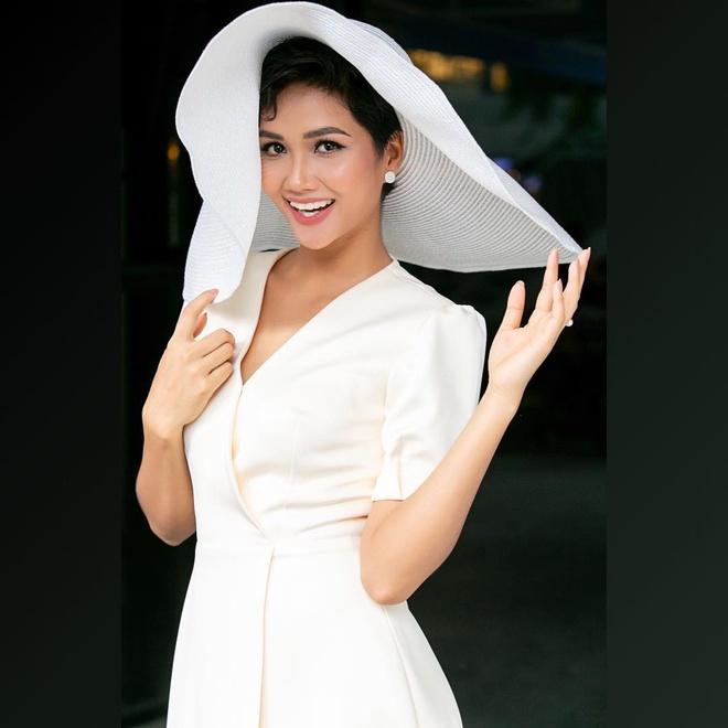 Thanh Hang quy phai, Angela Phuong Trinh mac nu tinh tuan qua hinh anh 6