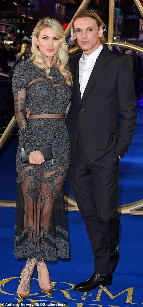 Johnny Depp banh bao sau hinh anh tieu tuy vi dinh scandal danh nguoi hinh anh 8