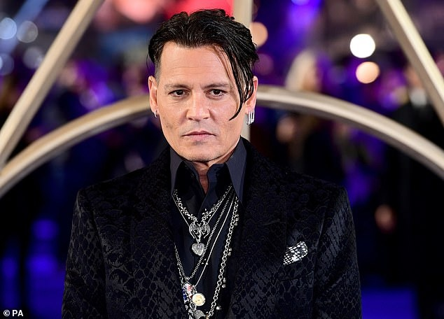 Johnny Depp banh bao sau hinh anh tieu tuy vi dinh scandal danh nguoi hinh anh