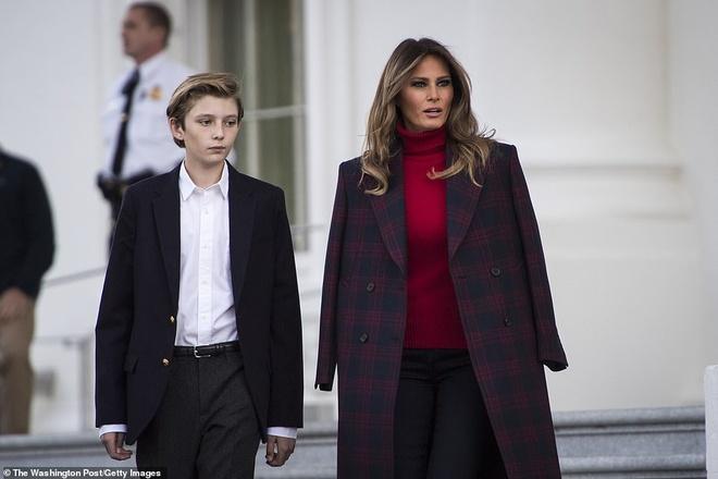 Con trai ut Tong thong Trump ngay cang cao lon, mac banh bao hinh anh 5
