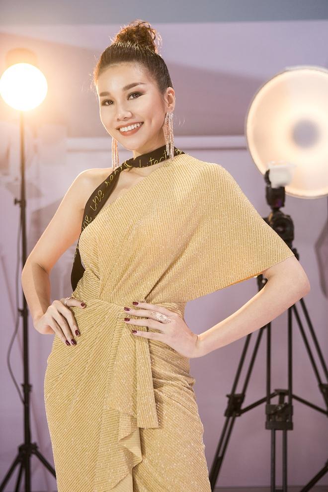 Thanh Hang phu ngap hang hieu, mac pha cach tai The Face hinh anh 6