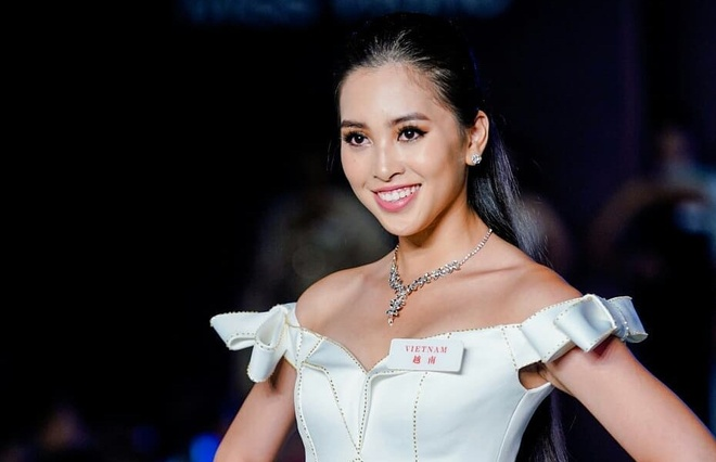 Tieu Vy mac goi cam tai Hoa hau The gioi 2018 hinh anh