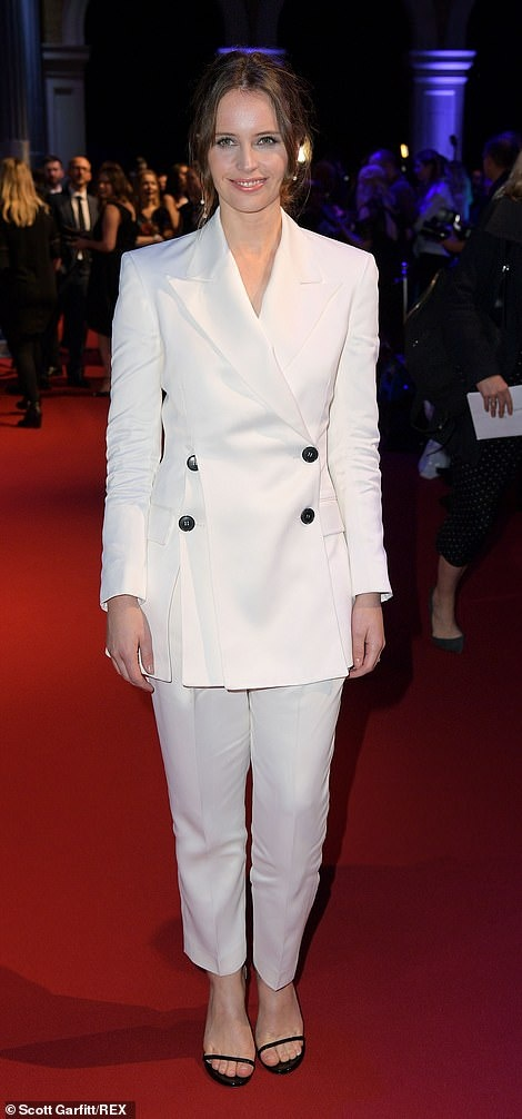 Emma Stone va dan sao khoe sac xinh dep tren tham do hinh anh 5