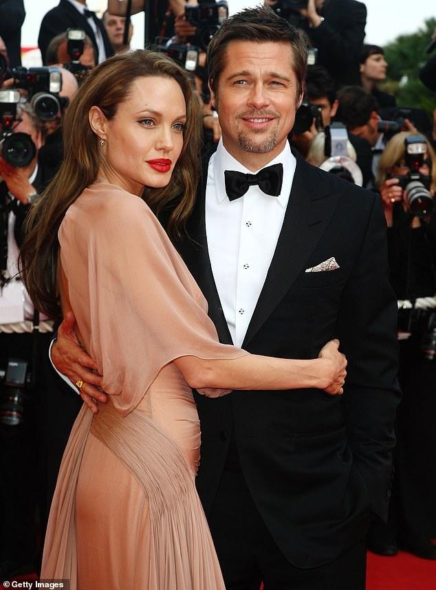 Angelina Jolie dan cac con di mua sam sau khi dat thoa thuan ly hon hinh anh 6