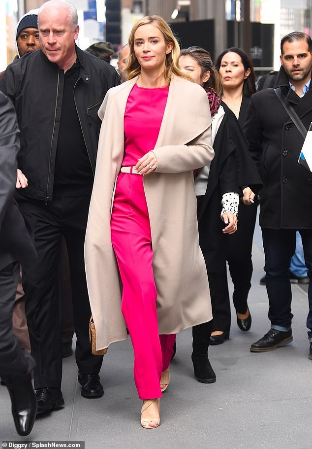Street style cua Miley Cyrus anh 8