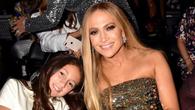 Con gai lan dau xuat hien trong MV cua Jennifer Lopez anh 1