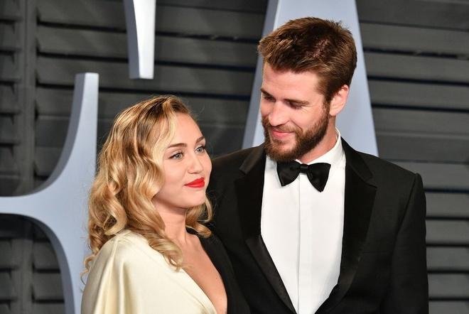 Liam Hemsworth cuoi Miley Cyrus: Ket dep cho chuyen tinh yeu 10 nam hinh anh