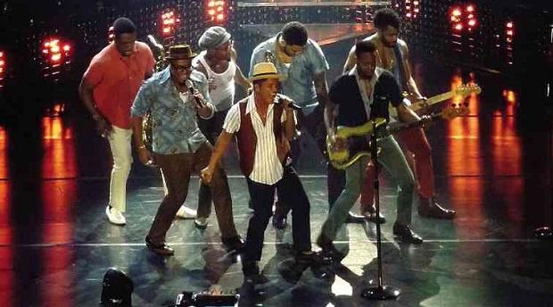Bruno Mars tang 7 dong ho nam vang gia 55.000 USD cho ban nhac hinh anh