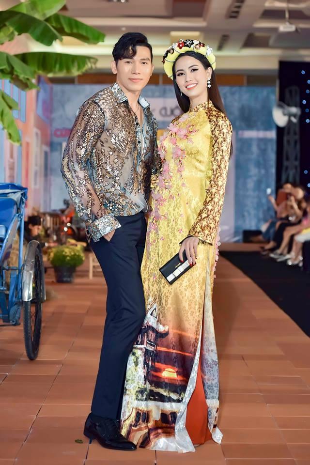 BST ao dai Tet cua Van Thanh Cong: Sen va ruom ra hinh anh 1