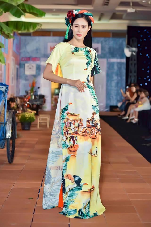 BST ao dai Tet cua Van Thanh Cong: Sen va ruom ra hinh anh 8