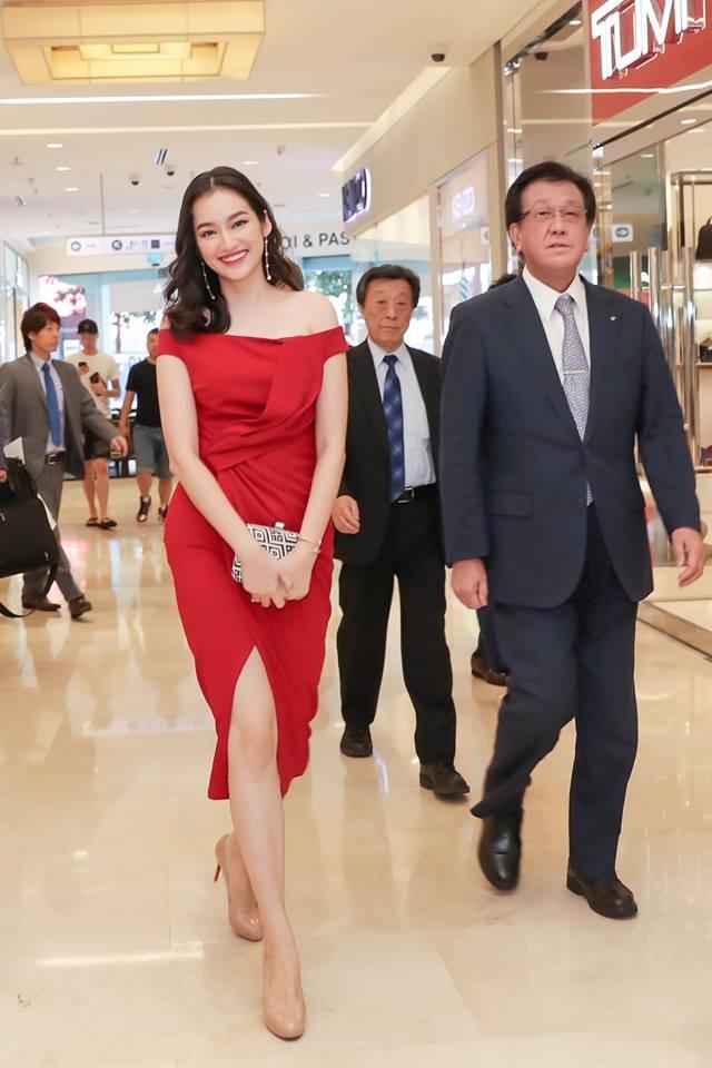 Hoa hau Phuong Khanh mac dep anh 3
