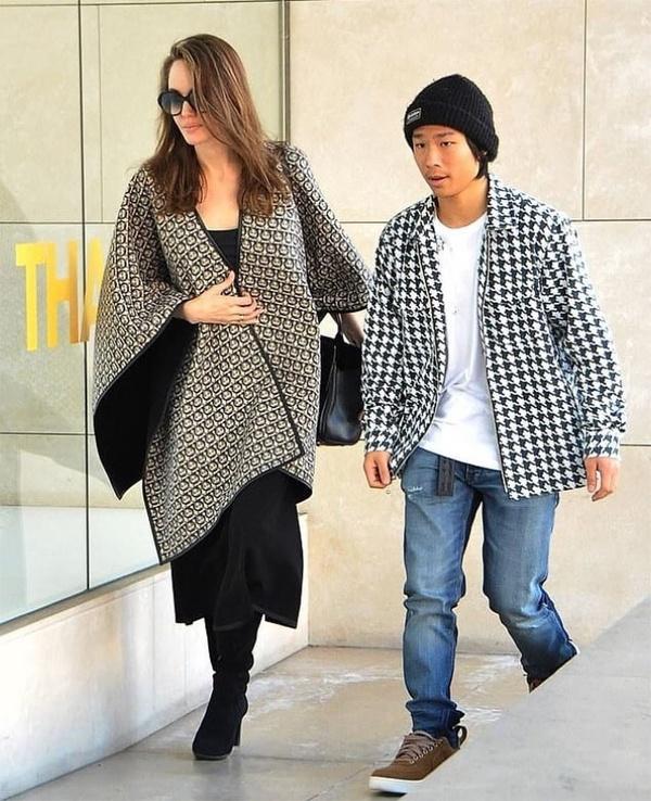 Angelina Jolie dua cac con di choi giua tin Brad Pitt co tinh moi hinh anh 5