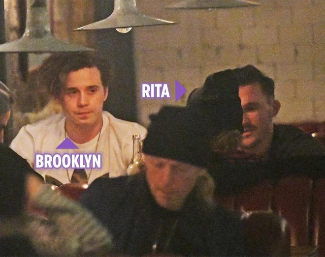 Vo chong Beckham phan doi con trai Brooklyn hen ho ca si hon 9 tuoi hinh anh 1