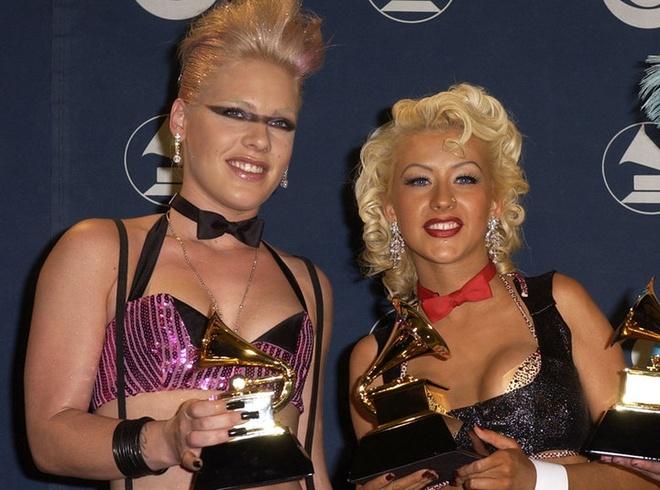 Christina Aguilera phu nhan tung dam vao mat 'ke thu' Pink hinh anh 1
