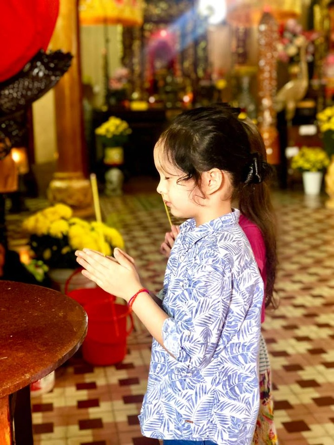 Hong Nhung don Tet hanh phuc ben hai con hau ly hon chong Tay hinh anh 11