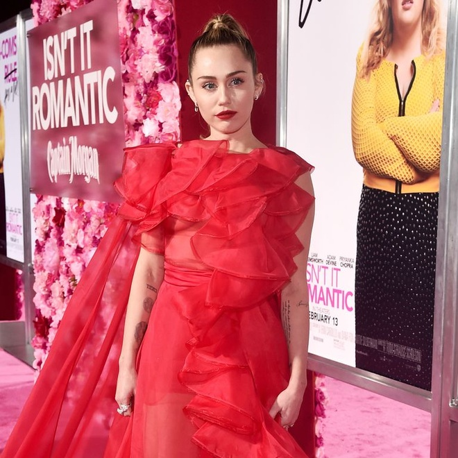 Miley Cyrus dep ruc ro, thay chong Liam Hemsworth du ra mat phim hinh anh 2