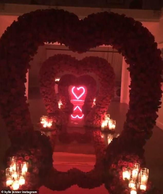 Ban trai tao loi di hinh trai tim tang Kylie Jenner nhan dip Valentine hinh anh 1