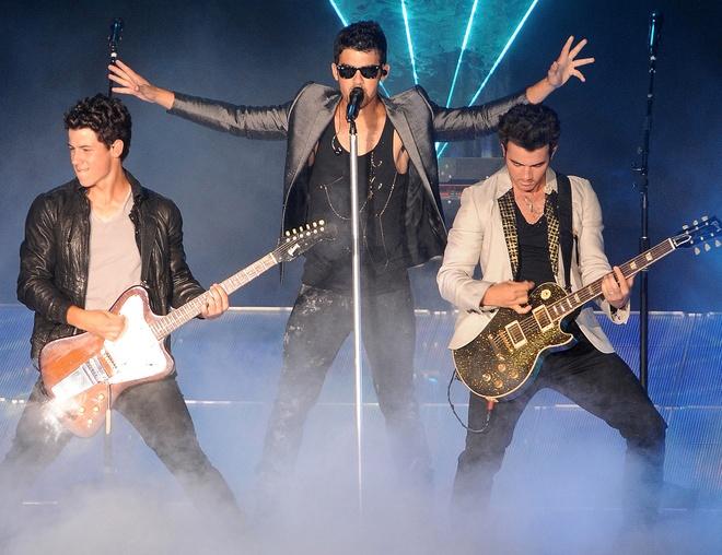 Nhom nhac Jonas Brothers tai hop sau 6 nam anh 2