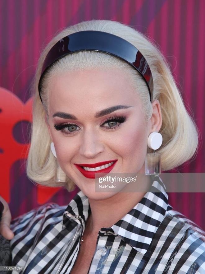 Taylor Swift, Backstreet Boys tren tham do iHeartRadio Music Awards hinh anh 4