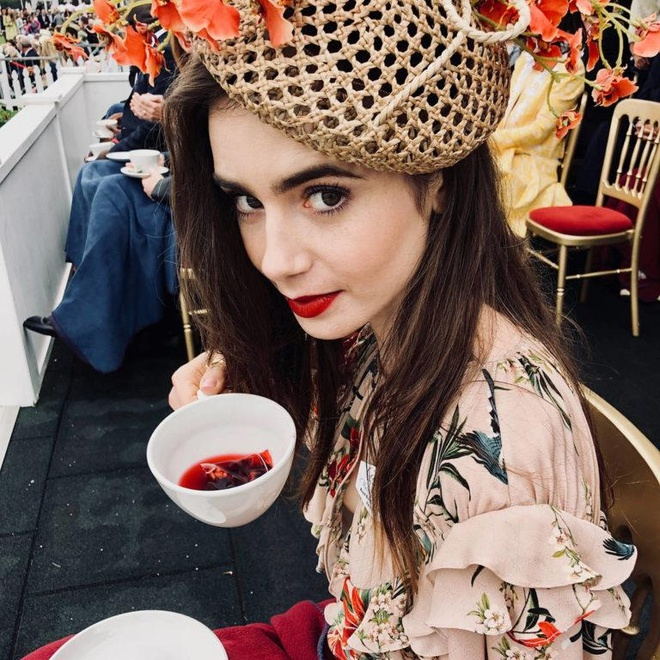 Lily Collins tuoi 30 anh 5