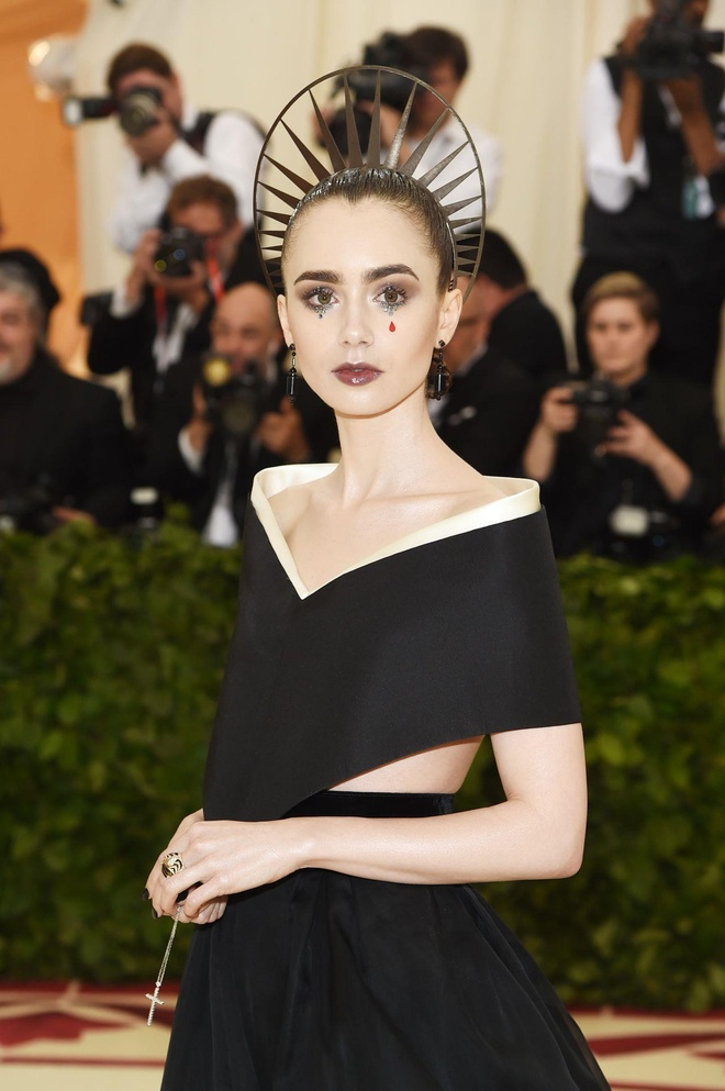 Lily Collins tuoi 30 anh 7
