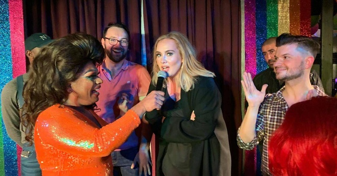 Adele va Jennifer Lawrence vui ve tai bar danh cho nguoi dong tinh hinh anh 2
