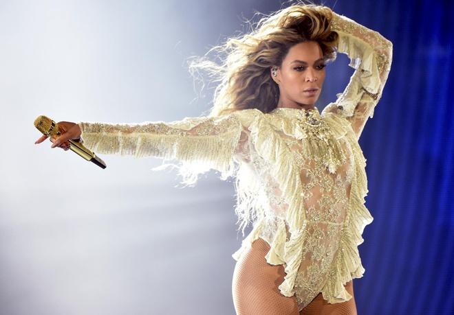 Madonna, Justin Bieber lot top 20 ca si giau nhat the gioi hinh anh 4
