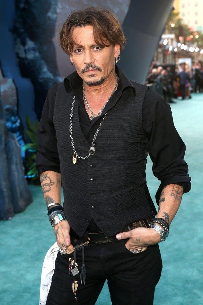 Brad Pitt lam tai xe, Johnny Depp ban but bi truoc khi noi tieng hinh anh 2