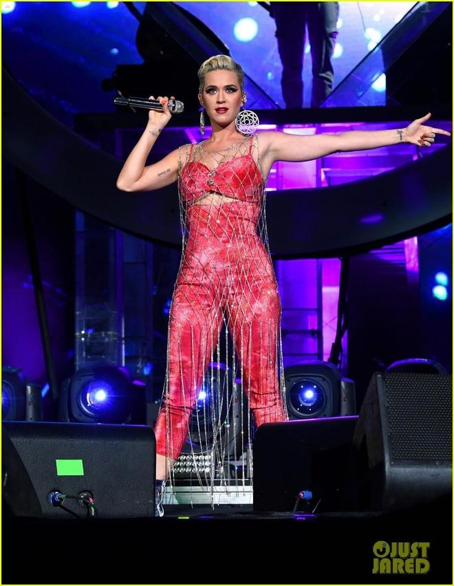Katy Perry mac ao luoi, noi bat giua dan sao tuan qua hinh anh 2