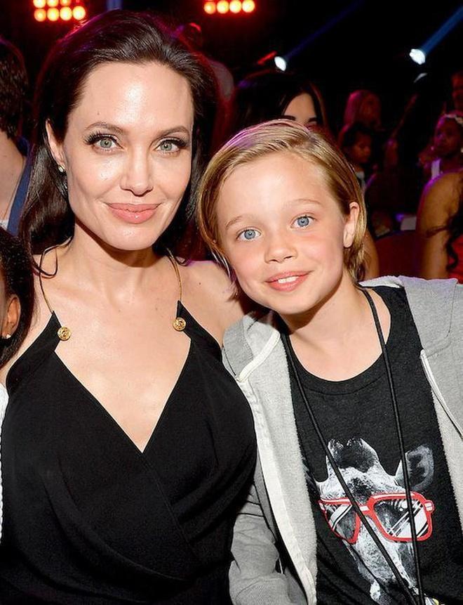 Con gai Angelina Jolie lon phong phao, ngay cang ra dang con trai hinh anh 7
