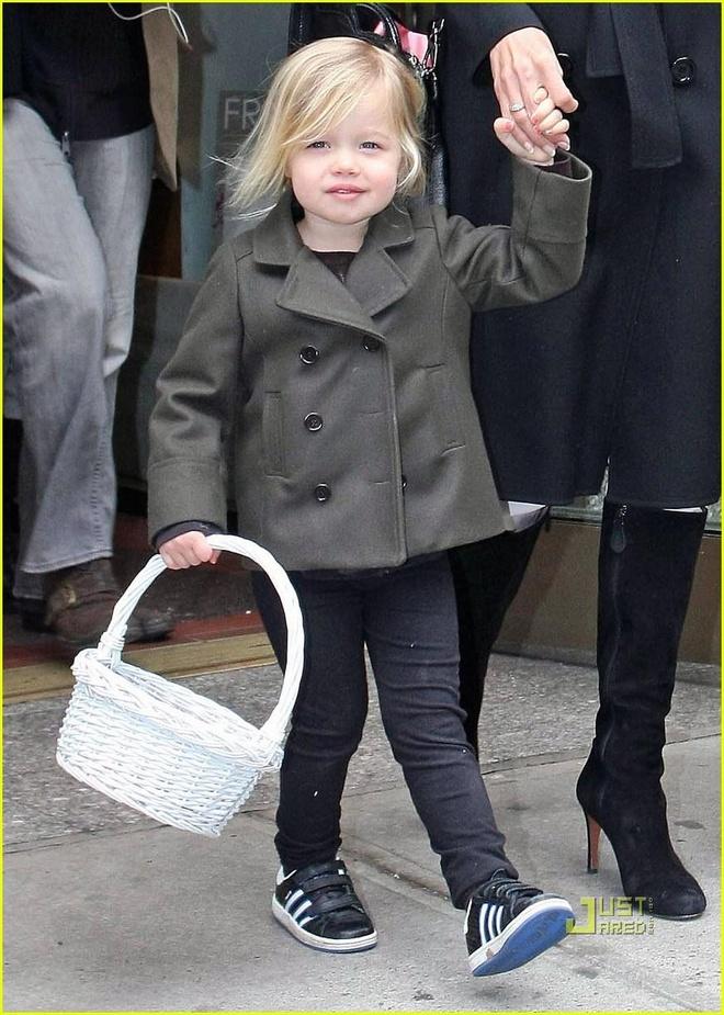Con gai Angelina Jolie lon phong phao, ngay cang ra dang con trai hinh anh 3