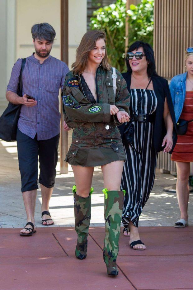 Victoria Beckham mac tre trung ben dan chan dai Victoria's Secret hinh anh 6