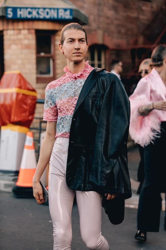 Hai mau Viet duoc Vogue khen mac dep tai Sydney Fashion Week hinh anh 9