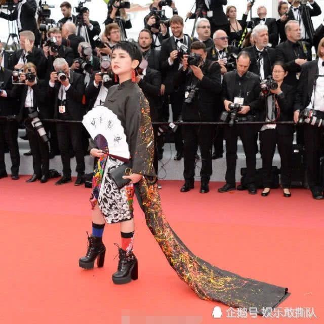 tham hoa thoi trang Cannes anh 3