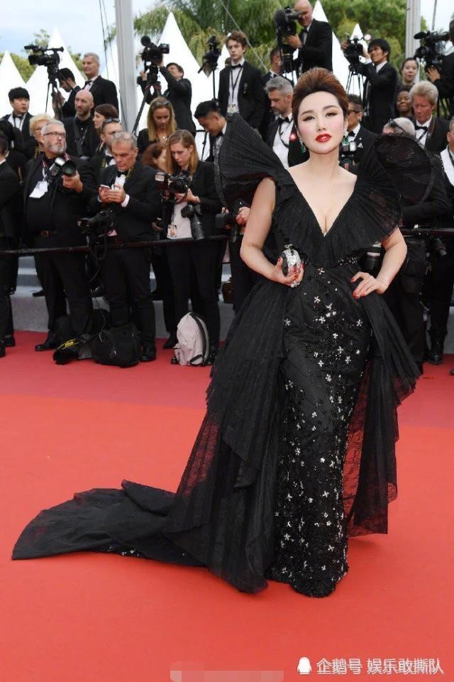 tham hoa thoi trang Cannes anh 4