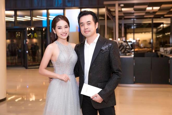Truoc khi sap cuoi, Duong Khac Linh va Sara Luu yeu nhau day song gio hinh anh 1