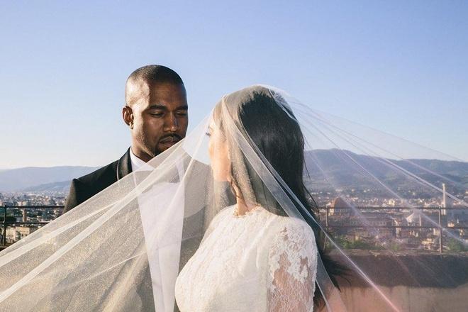Vo chong Kim Kardashian tung anh ky niem 5 nam ngay cuoi hinh anh 4