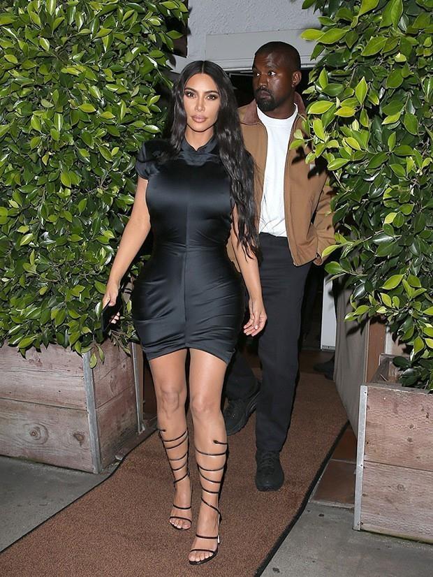 Vo chong Kim Kardashian tung anh ky niem 5 nam ngay cuoi hinh anh 1