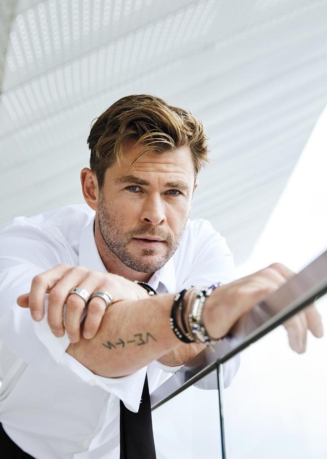 'Than sam' Chris Hemsworth phong tran tren bia tap chi hinh anh 2