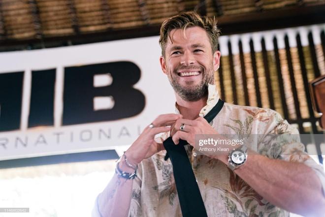 'Than sam' Chris Hemsworth phong tran tren bia tap chi hinh anh 6