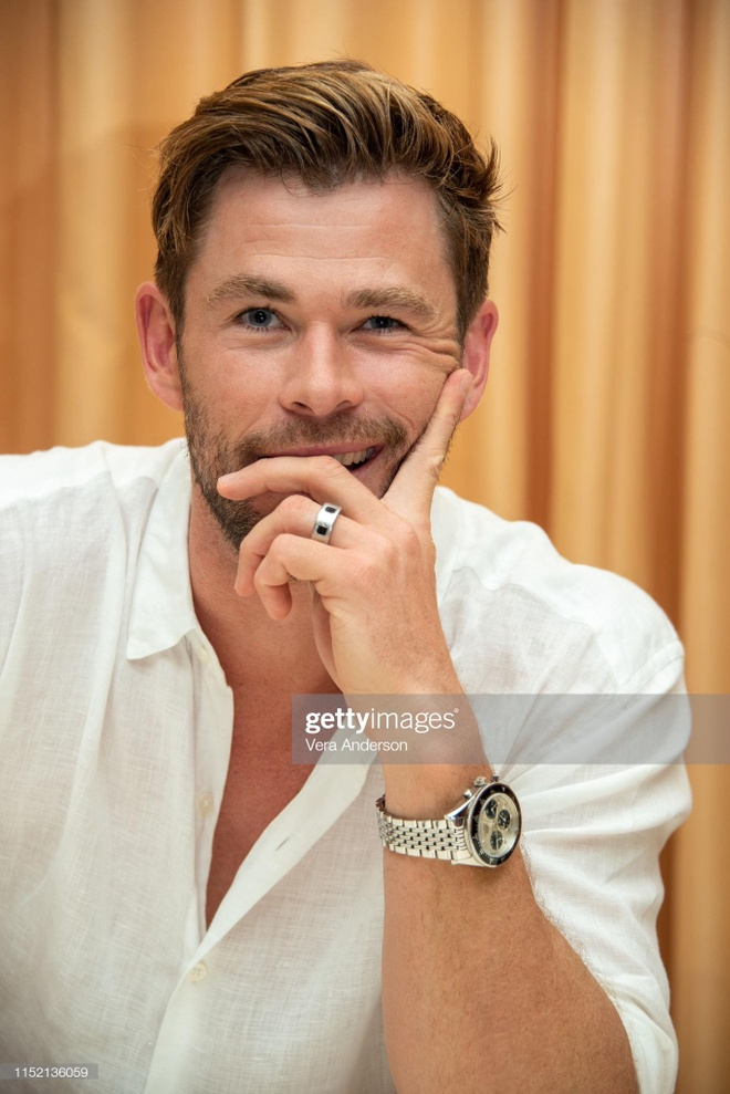 'Than sam' Chris Hemsworth phong tran tren bia tap chi hinh anh 7