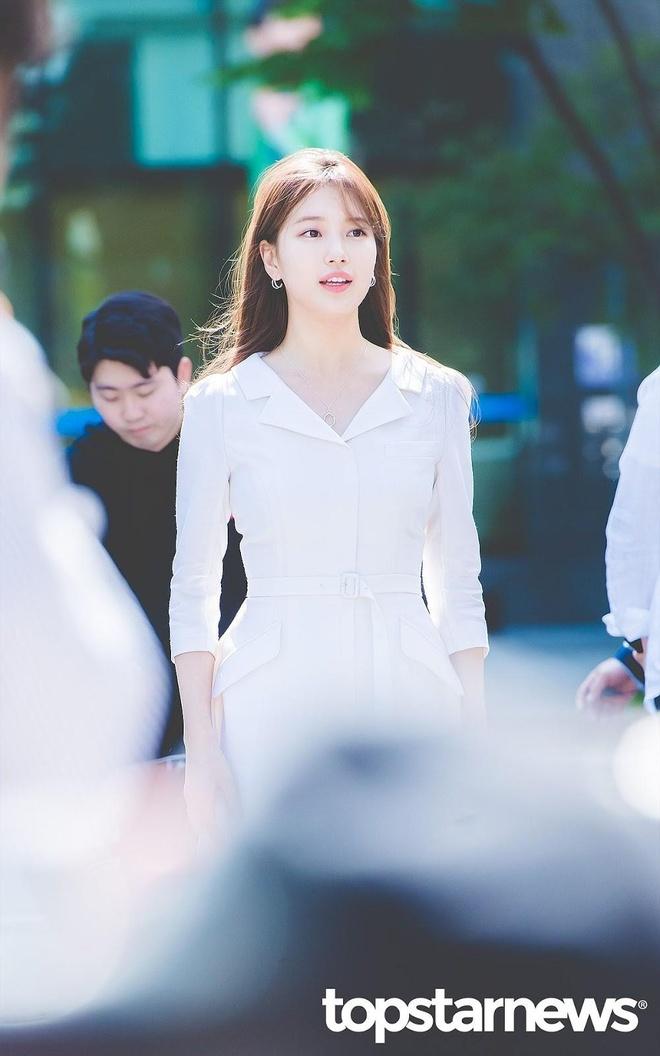 'Tình đầu quốc dân' Suzy nghiện váy áo thanh lịch, make up trong veo