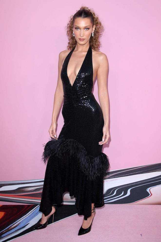 Bella Hadid quyen ru, Miley Cyrus mac ca tinh noi bat nhat tuan qua hinh anh 2