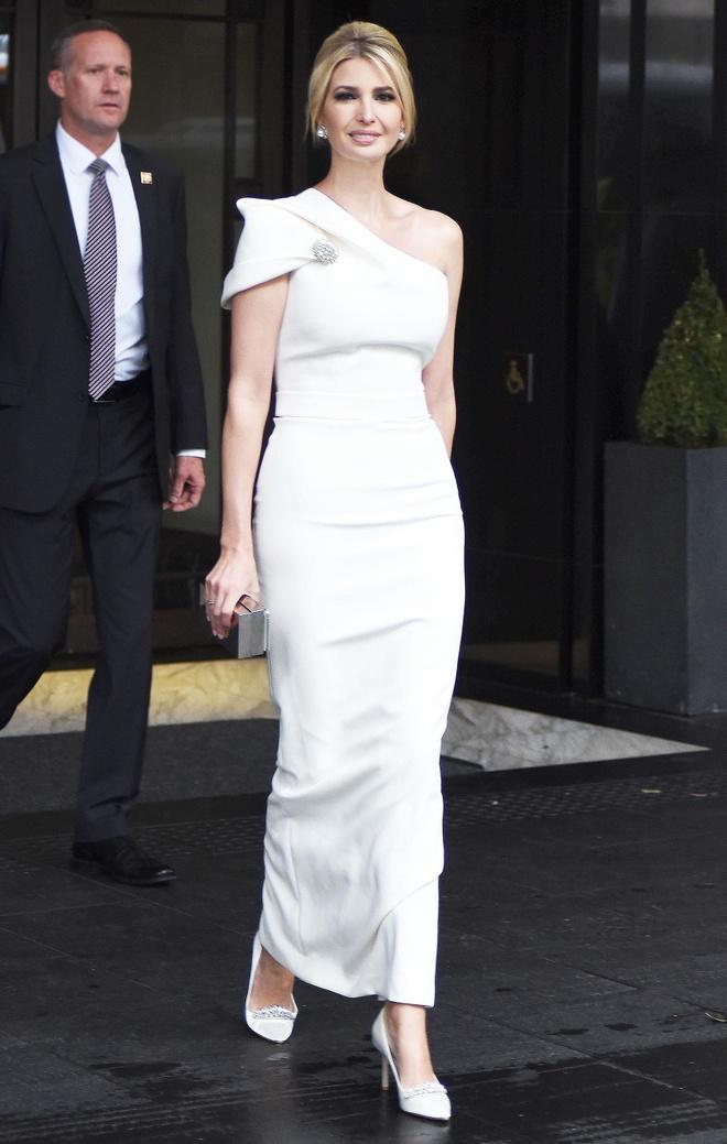 Bella Hadid quyen ru, Miley Cyrus mac ca tinh noi bat nhat tuan qua hinh anh 1