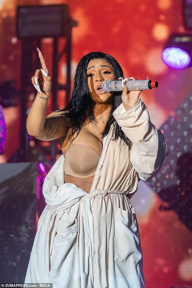 Cardi B lo vong ba anh 2