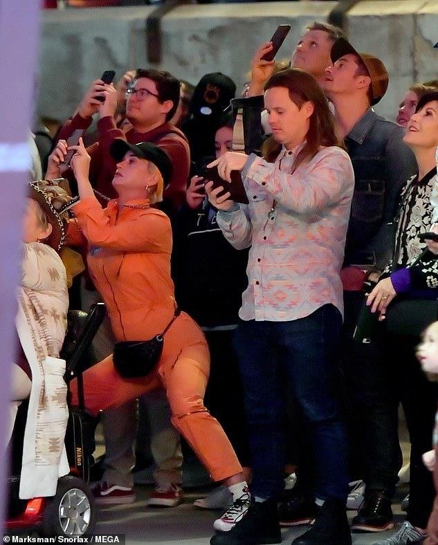 Orlando Bloom om hon Katy Perry trong cong vien hinh anh 6