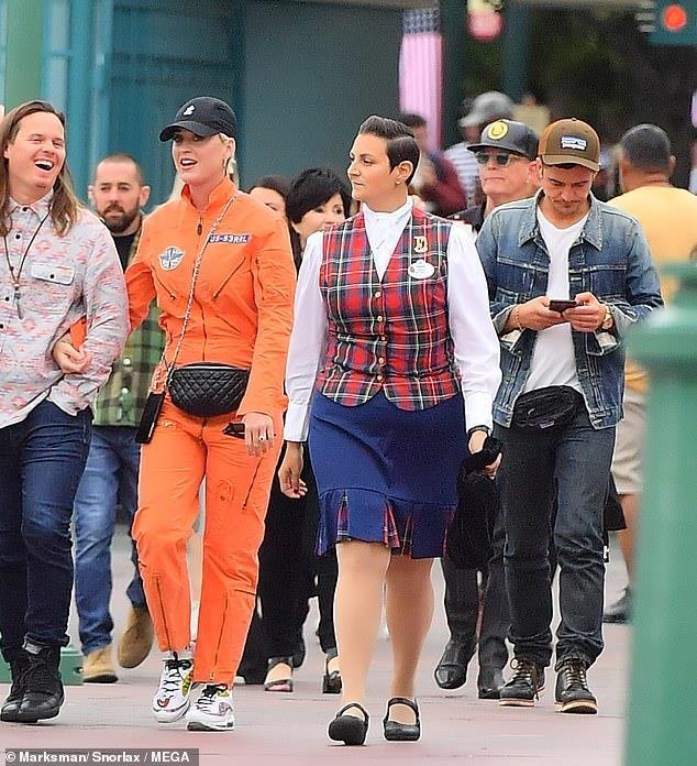 Orlando Bloom om hon Katy Perry trong cong vien hinh anh 7