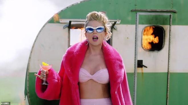 'You Need To Calm Down' cua Swift muon y tuong tu MV cua Beyonce? hinh anh 8